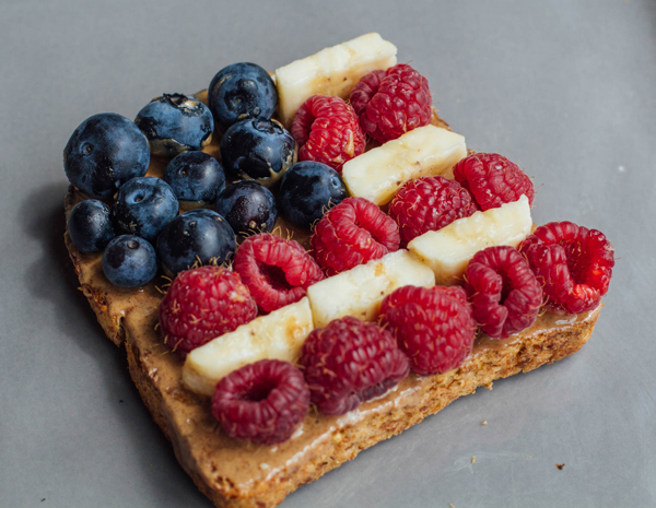 Peanut-Butter-Banana-Berry-Toast-Roundup